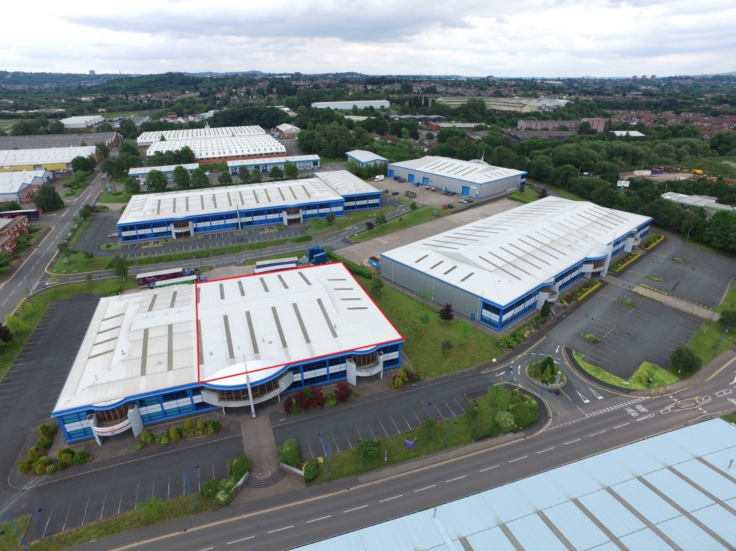 Industrial and warehouse units to rent and lease on Vanatage Point Pensnett Estate, Kingswinford, West Midlands - Industrial or Warehousing|Leisure, Kingswinford, West Midlands